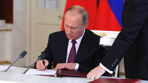 Putin signs legislation allowing ex-presidents become senators for life