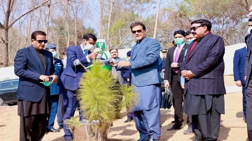 PM Imran emphasizes on changing lifestyle for betterment of future generations