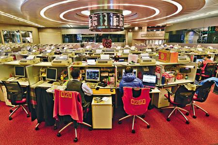 Hong Kong stocks well down at break
