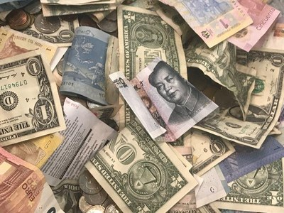 Global FOREX: Dollar holds advantage over low-yielders, risk currencies slip back