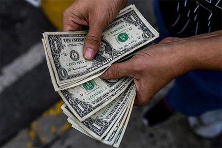 US dollar hits 1-year low in Interbank market