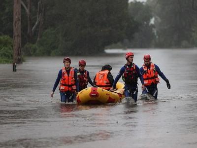 Australians assess flood damage, accelerate clean-up