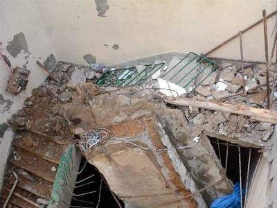 Roof collapse kills three in Peshawar