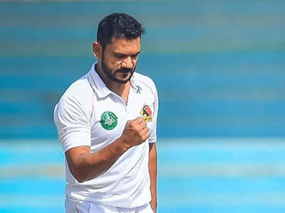 Pakistan ready to hand Test debut to 36-year-old seamer Tabish