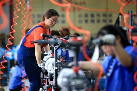 China's export growth unexpectedly speeds up in April