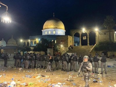 Israeli police, Palestinians clash at Jerusalem's Al-Aqsa, scores injured