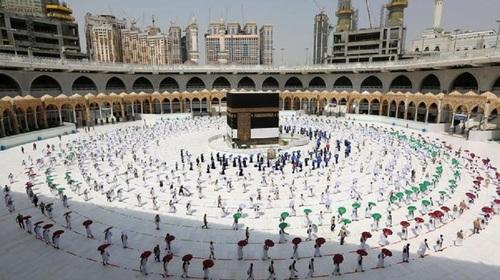 Saudi Arabia allows overseas pilgrims to perform Hajj