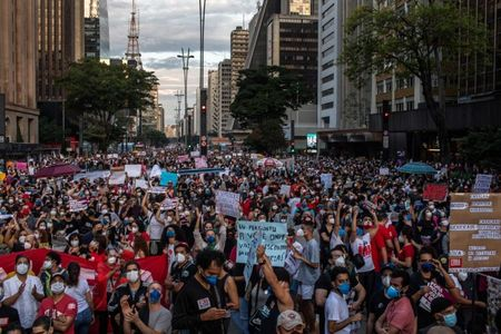 Brazilians bang pots in protest as another 2,500 die of COVID-19