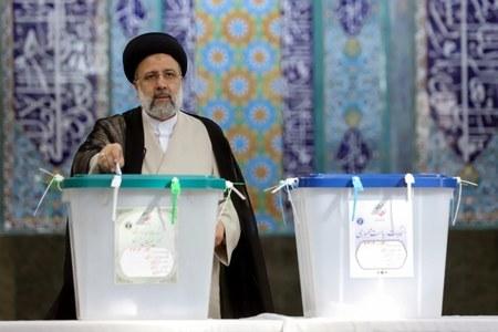 Iran's pres. candidate congratulates Raisi for victory