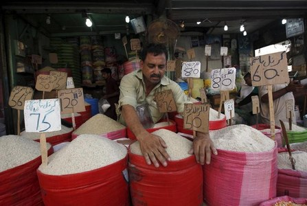 39% cite inflation as Pakistan's most significant problem, survey shows