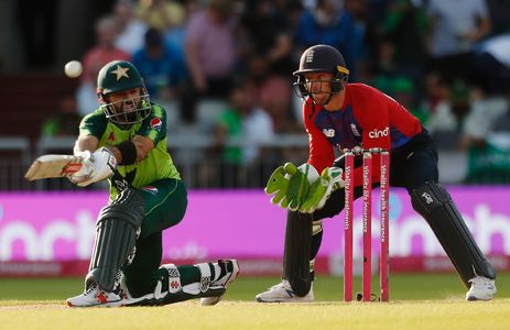 England sweat to 2-1 T20 series win over Pakistan