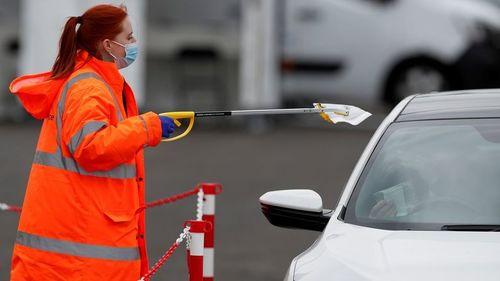 UK reports another 39,906 corona-virus cases