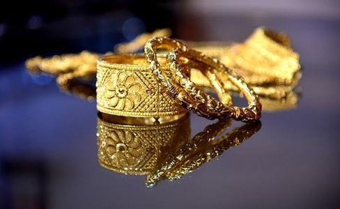 Gold prices witness decline in domestic. international markets