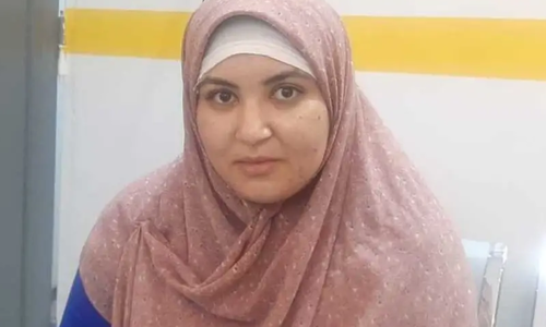 جان پر کھیل کر 8 بچوں کو بچانے والی مصری خاتون نرس