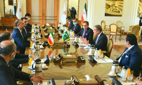 وزیرخارجہ شاہ محمود قریشی کی ایرانی ہم منصب سے ملاقات،علاقائی صورتحال پرتبادلہ خیال