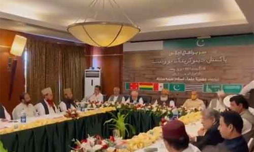 پی ڈی ایم سربراہی اجلاس، ن لیگی کارکنان زبردستی ہوٹل کے احاطے میں داخل