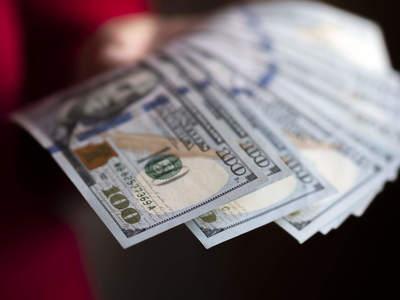 Dollar reaches one-year high in Pakistan