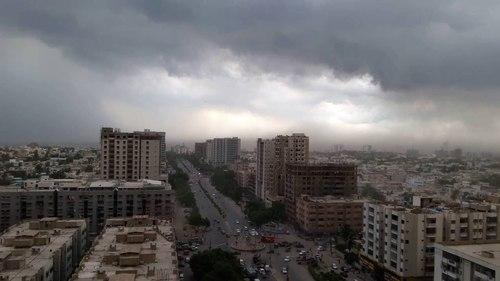کراچی میں ایک بار پھر کالی گھٹاؤں کا راج، مختلف علاقوں میں بارش