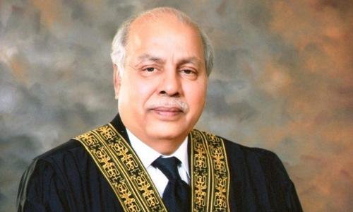 چیف جسٹس گلزار احمد کا دوران سماعت سینئر وکیل سے تلخ جملوں کا تبادلہ