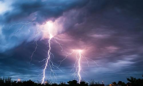 تورغر میں آسمانی بجلی گرنے سے 14 افراد جاں بحق، 2 زخمی