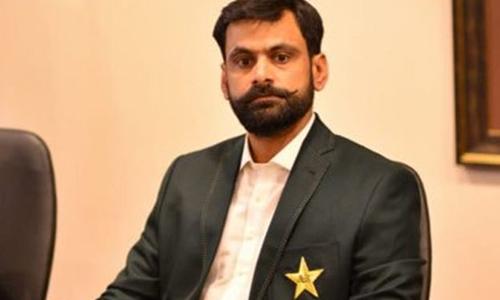 پی سی بی حکام کے رویے سے نالاں محمد حفیظ پاکستان پہنچ گئے