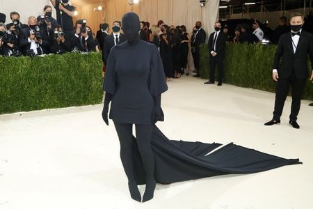 Twitter reactions to Met Gala provide much needed humor