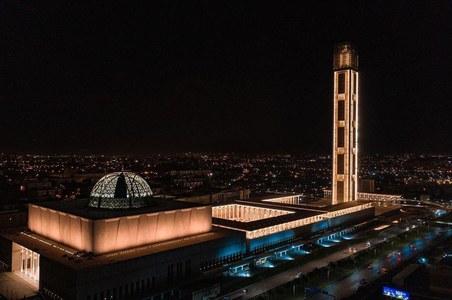 افریقہ کی سب سے بڑی مسجد کا مینار اچانک غائب، عوام میں شدید غصہ