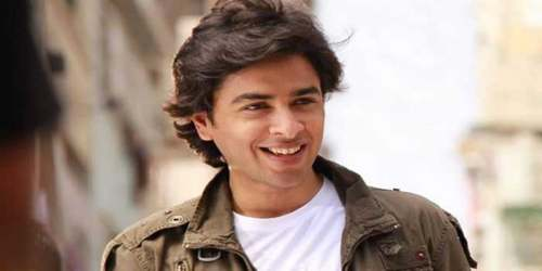 Shehzad Roy gifts music instruments to boys in Hunza