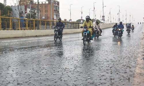 کراچی کے مختلف علاقوں میں بارش سے موسم خوشگوار ہوگیا