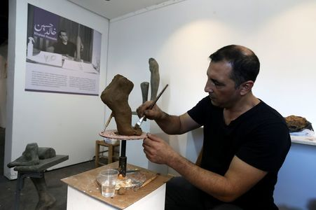 Gaza sculptor exhibits disembodied limbs, inspired by amputees' loss