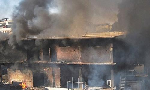 مہران ٹاؤن فیکٹری آتشزدگی کیس میں افسران کو ریلیف