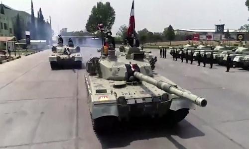 """چینی ساختہ """"وی ٹی فور ٹینک"""" کی پاک فوج میں شمولیت"""