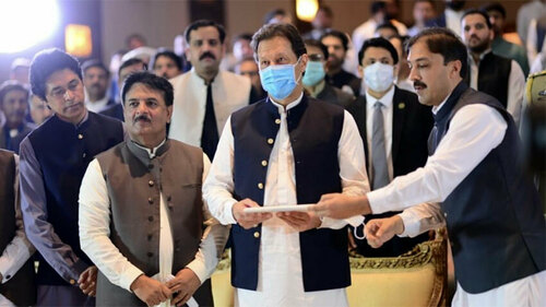 PM Imran launches Kisaan Portal for 'improvement in lives of small farmers'