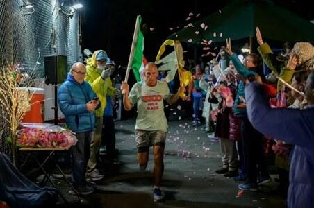 World's longest race? 3,100 miles around a New York block