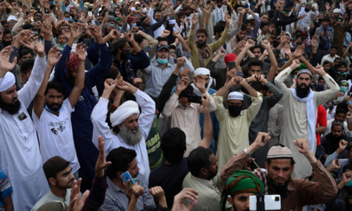 Traffic jams in twin cities as govt places barricades ahead of TLP long march