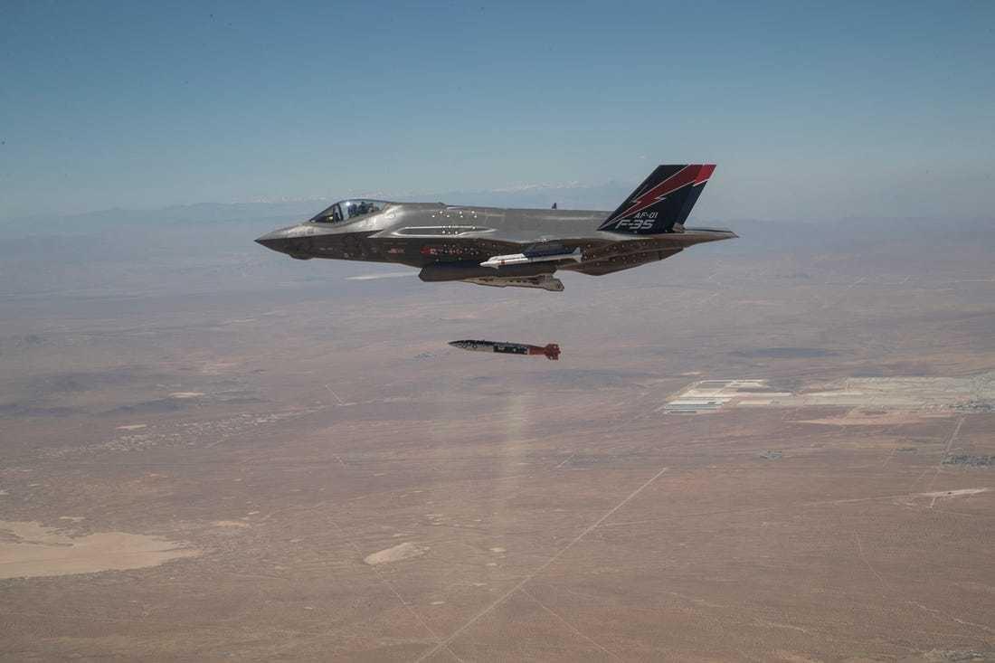 ایف 35 اے طیارے سے فرضی نیوکلئیر بم گرانے کی پہلی تصویر