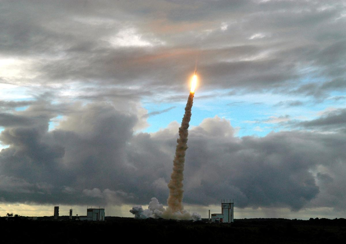 FILE PHOTO: The Ariane-5 ECA launcher, carrying Thai and Mexican telecommunications satellites, lifts off from the European spaceport at Kourou in French Guiana, May 27, 2006. REUTERS