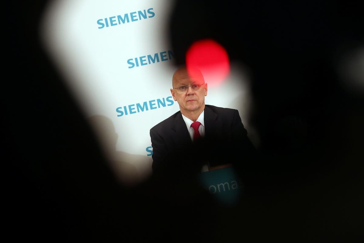 FILE PHOTO: Siemens Chief Financial Officer Ralf Thomas attends a news conference ahead of the company's annual shareholders meeting in Munich, Germany, January 30, 2019. REUTERS