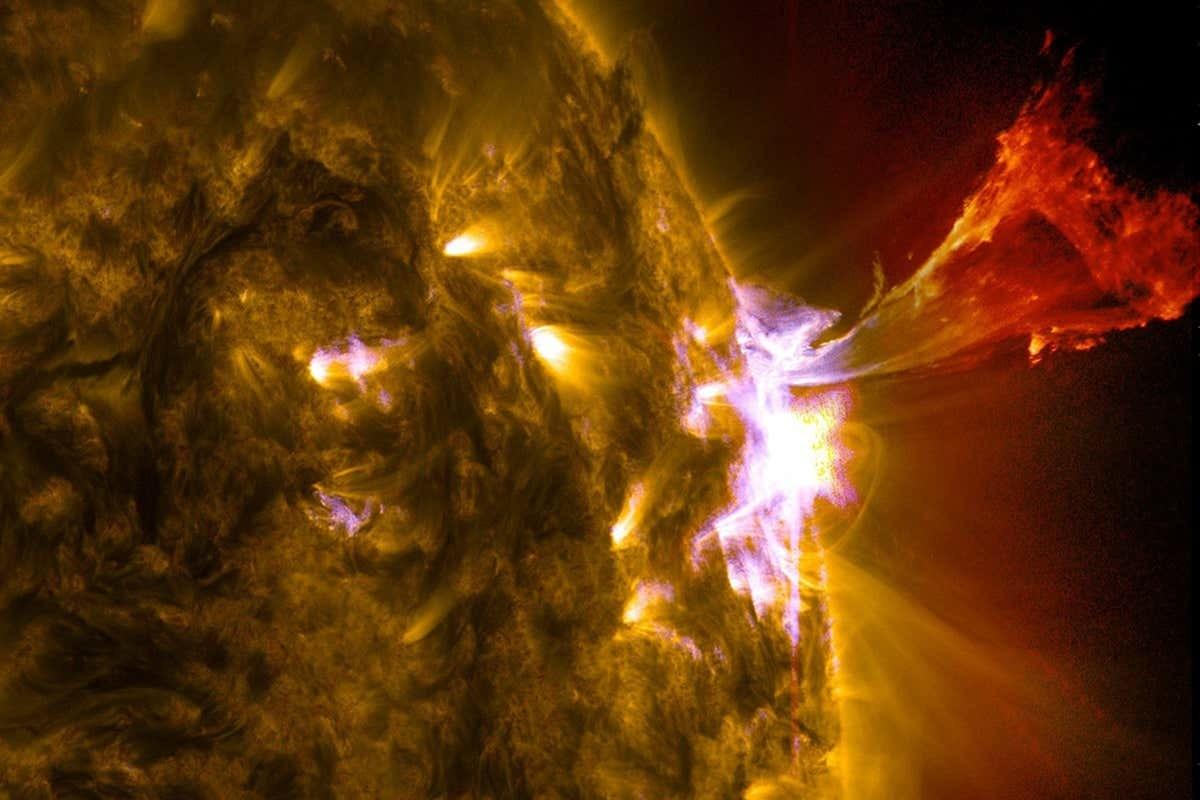 """کیا آپ جانتے ہیں سورج ایک سیارہ نہیں """"ستارہ"""" ہے؟ (تصویر: ناسا)"""