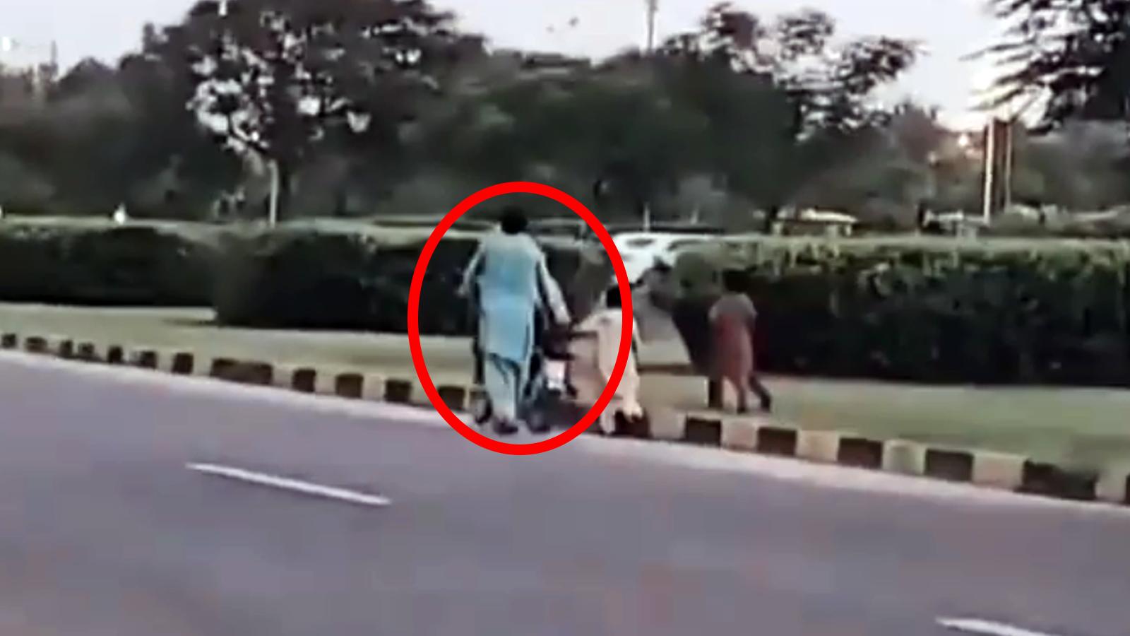 ۔ یہ ویڈیو ایک شوہر کی جانب سے اہلیہ کو موٹر سائیکل سکھانے کی ہے۔