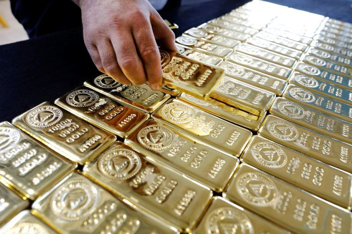 Gold price extends gains in local markets