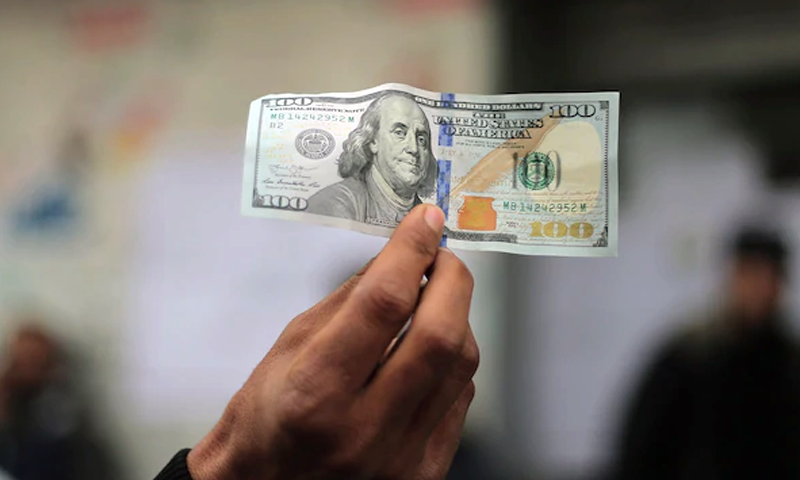 انٹر بینک: ڈالر تاریخ کی نئی بلند ترین سطح 172.40 روپے پر پہنچ گیا