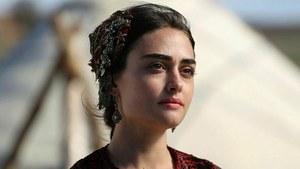 ارتغرل کی حلیمہ سلطان کی نیم برہنہ تصویر وائرل