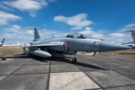 """جے ایف-17 """"بلاک 3"""" نے ٹیکنالوجی میں امریکی ایف-16 کو مات دیدی"""