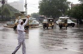 کراچی کے مختلف علاقوں میں میں بونداباندی کےبعد موسم خوشگوار