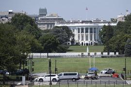 وائٹ ہاؤس کے باہر فائرنگ، امریکی صدر کو پریس بریفنگ روکنی پڑی