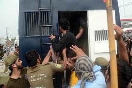 نیب آفس کے باہر ہنگامہ آرائی:58 لیگی کارکنان جوڈیشل ریمانڈ پر جیل منتقل