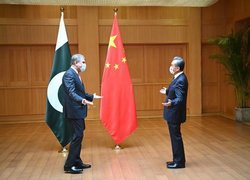 FM Qureshi, Chinese FM reaffirm resolve to further strengthen ties