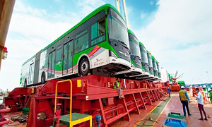 مزید 40 گرین لائن بسیں کراچی پورٹ پہنچ گئیں