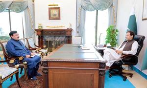 وزیراعظم عمران خان کی وزیرداخلہ شیخ رشید سے ملاقات، امن و امان کی صورتحال پر گفتگو